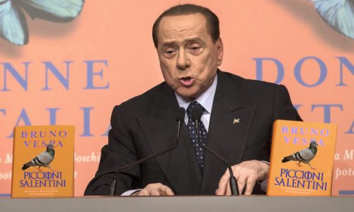 """Berlusconi: """"Grave nella Consulta non ci sia nemmeno un piccione salentino"""""""