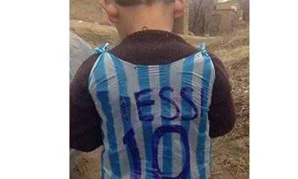 Il bambino di Lizzanello con la maglia Iessi che ha commosso il Salento