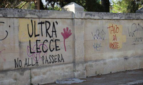 Mistero a Lecce per una mano appiccicosa sul muro degli ultrà. Superstizione o autru ?