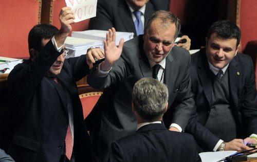 Caos e insulti in Senato: così le Unioni Civili sono diventate Magghiate