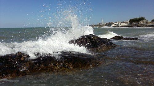 Fisica, scienziati annunciano: osservate le onde di San Cataldo ipotizzate da Bruno Petrachi