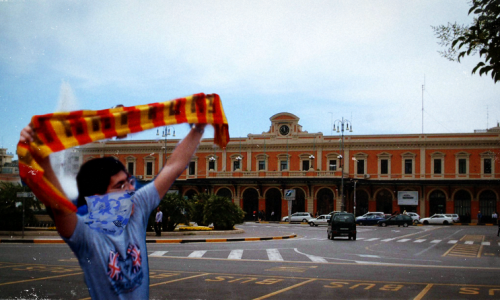 Armato di sciarpa giallorossa semina il panico alla stazione di Bari. Ma era solo spierto.