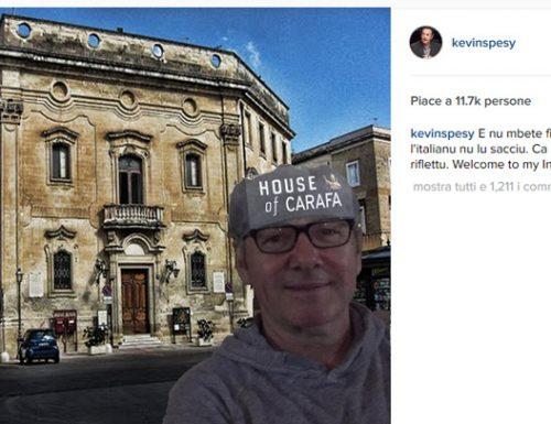 La prima foto su Instagram di Kevin Spesy, davanti a Palazzo Carafa