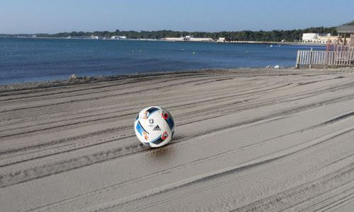 Pulizia spiagge, ritrovato a San Cataldo il pallone di Zaza