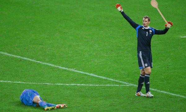 Pace fatta! Manuel Neuer restituisce la cucchiara ancapu a Pellè