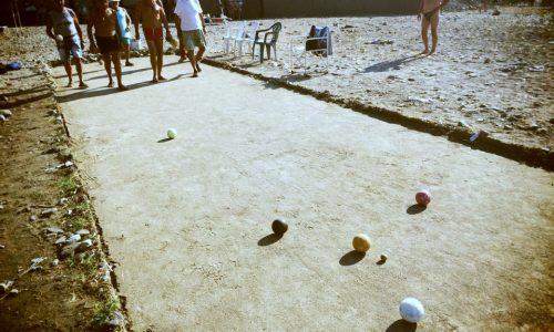 Frassanito: Esperto di Pokemon butta lu pallinu durante una partita a bocce ferme
