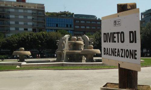 Piazza Mazzini: il divieto di balneazione divide i leccesi e c'è chi se ndiae de capu