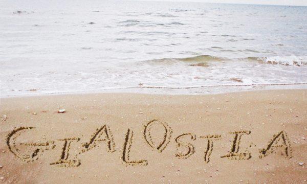 La dichiarazione di affetto sulla spiaggia di Merine è quasi poesia