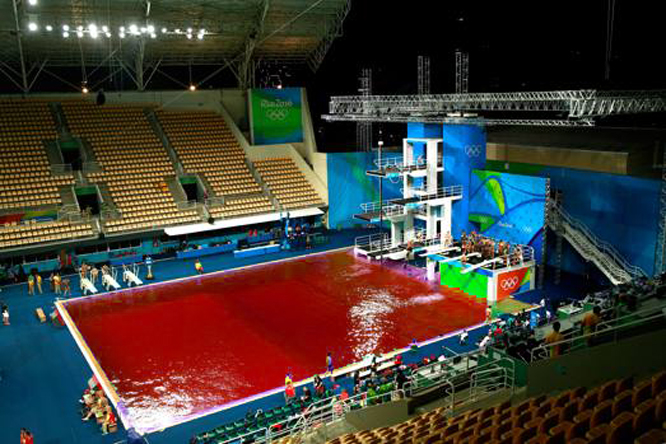 Olimpiadi partono oggi le gare di gavettoni nella piscina di mieru il salentoxix - Piscina olimpiadi ...