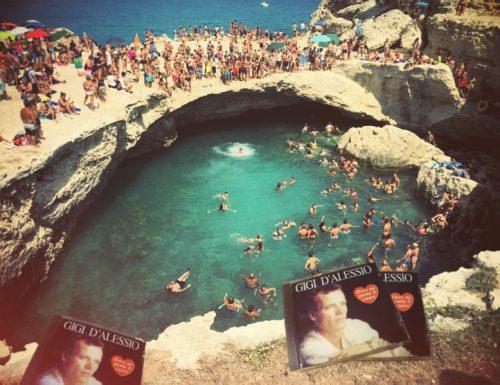 Ennesimo scempio alla grotta della Poesia, trovati cd di Gigi D'Alessio tra i bagnanti