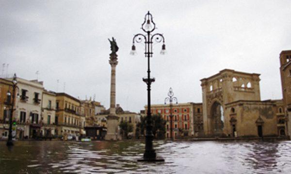 """Miracolo a Lecce Lecce, arriva il mare anche in Piazza Sant'Oronzo. L'esperto: """"Era Ura"""""""