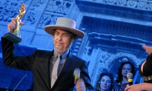 Bob Dylan ha vinto il Premio Barocco per la sciarpisciatura