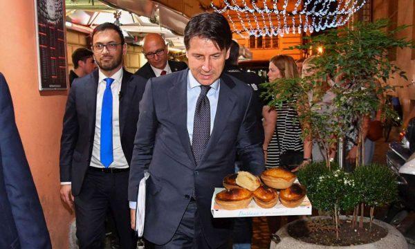 """L'Europa avverte il Governo italiano: """"Comu la faci la sbagli"""""""