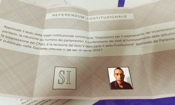 Miracolo a Trepuzzi, entrando nel seggio all'elettore massiccio appare Nandu Popu