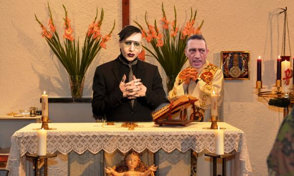 Dopo il Padre Nostro cambia l'Ave Maria, sarà riscritta e mpunnata da Nandu Popu e Marilyn Manson