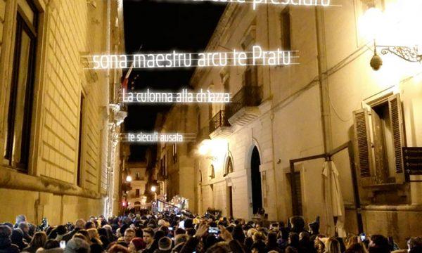 Le luminarie leccesi dedicate all'Arco di Prato che hanno commosso Mammata
