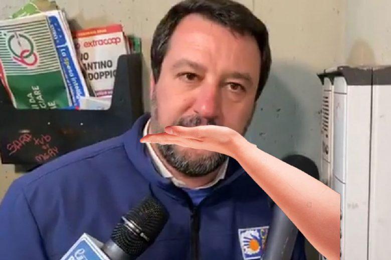 """Facebook rimuove il video del citofono di Matteo Salvini: """"Se face lu spiertu"""""""